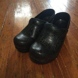 Tooled Leather Black Dansko Clog Size 37